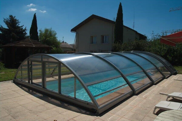 Veranda moderne normandie en alu sur mesure veranda for Construction abri piscine